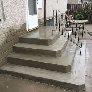 Finished residential concrete steps